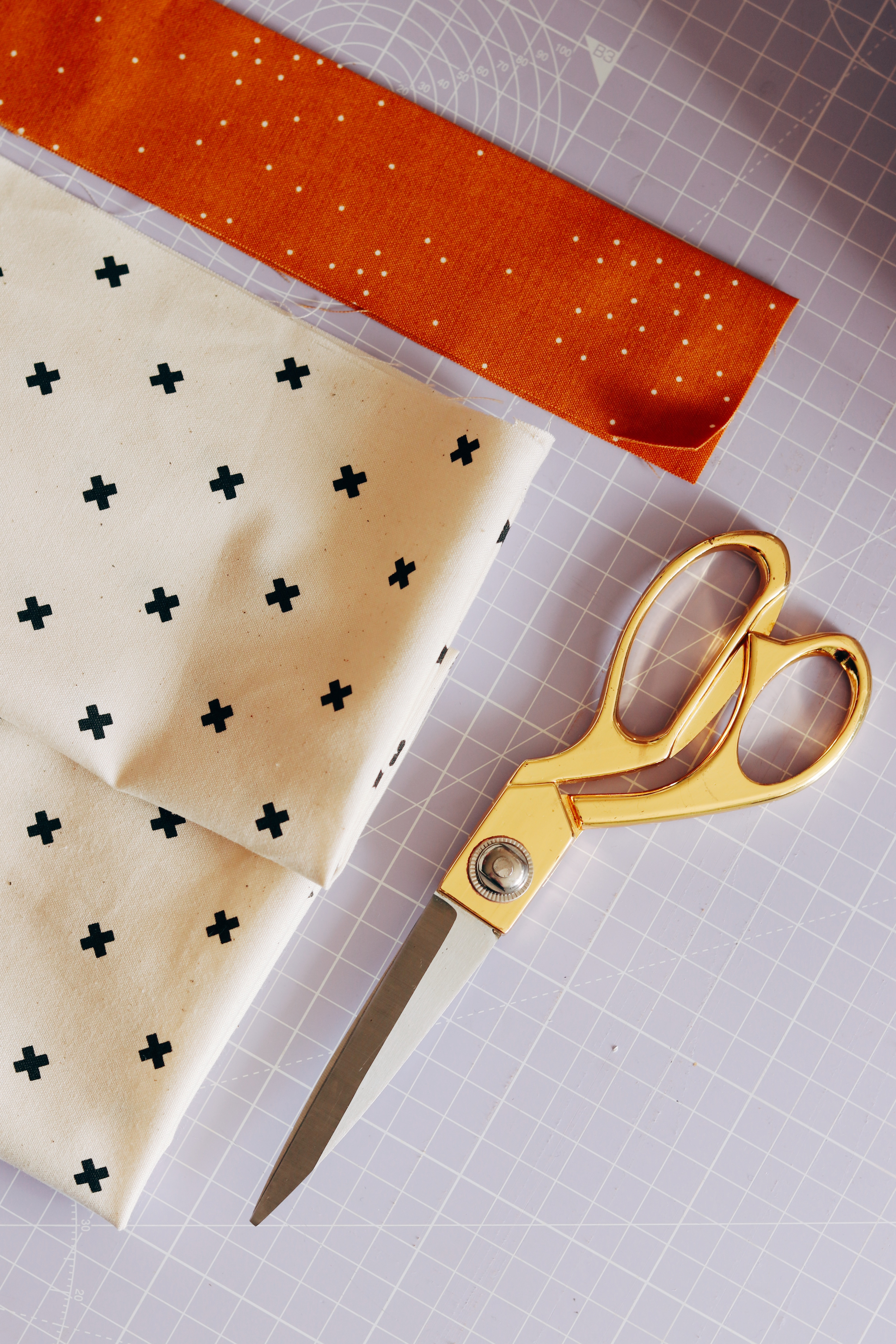 The contrasting topper fabric